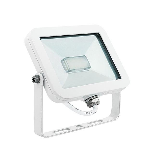 Projecteur ext rieur blanc led 230v 11w 100w ip65 2700 3200k for Projecteur led exterieur 100w