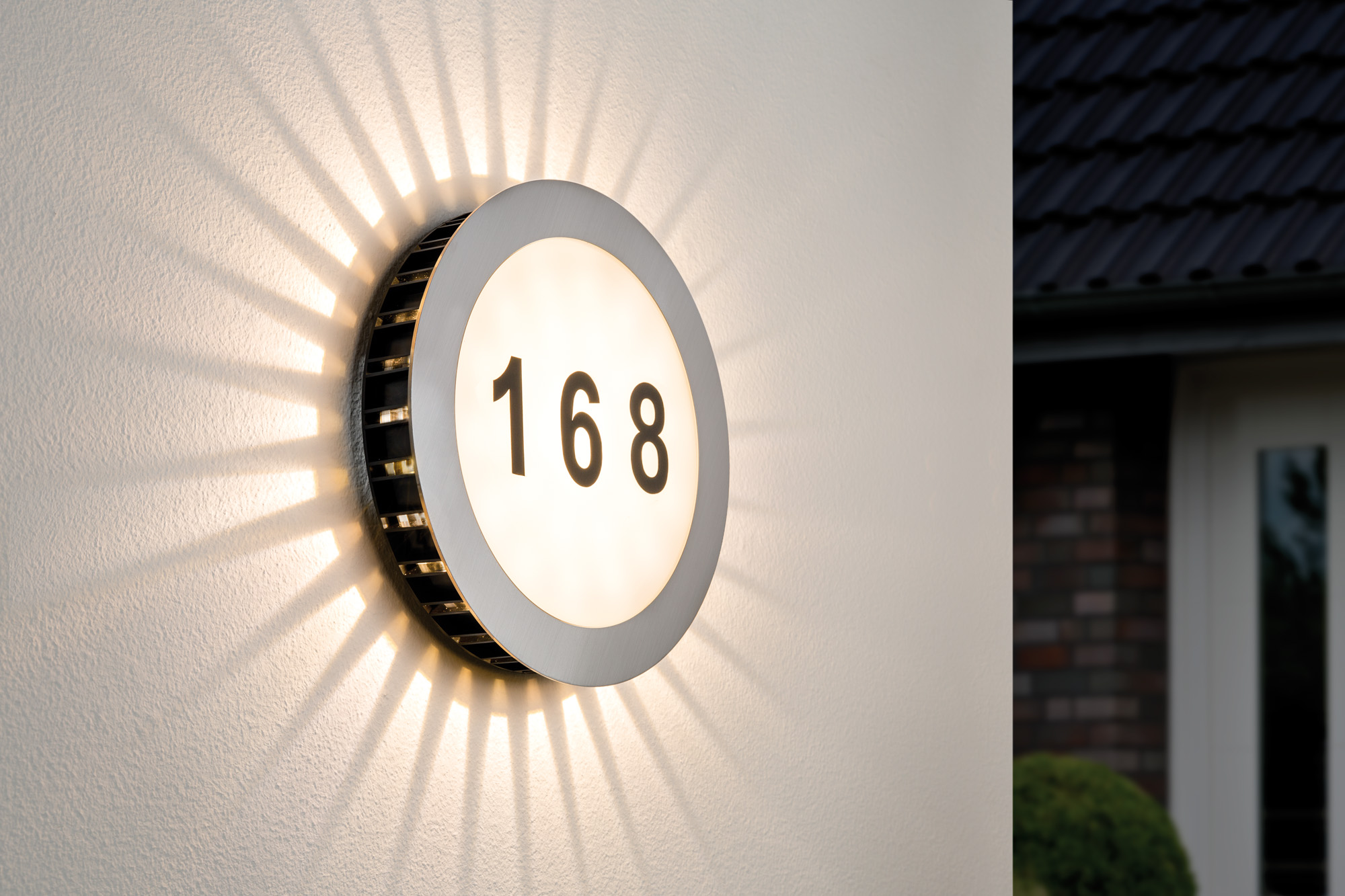 Eclairage num ro de maison ext rieur sun led paulmann ip44 for Eclairage exterieur maison led